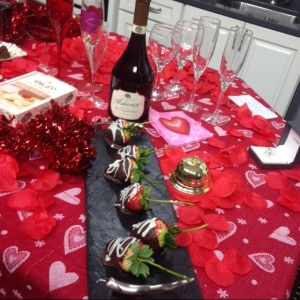 valentine-champagne-and-strawberries
