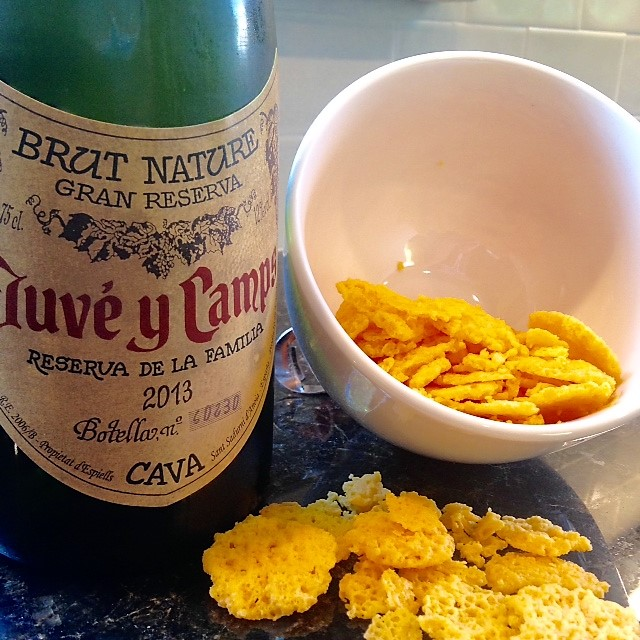 cava with cheese wafers